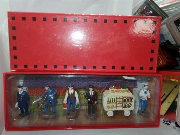 Atlas French Dinky RAILWAY STATION FIGURES SET BOXED NEW